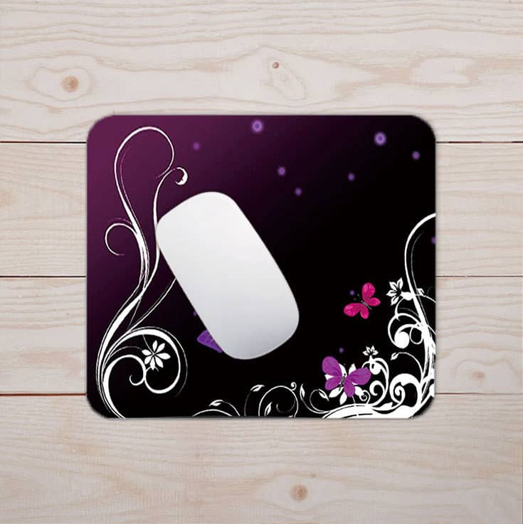 Tapis de souris au motif papillons et dentelle sur fond violet