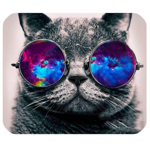 tapis de souris motif chat à lunettes qui regarde l'espace