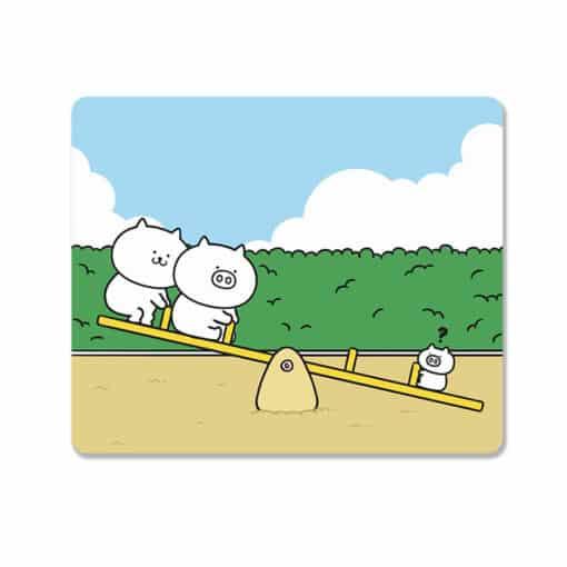 Tapis de souris enfant famille de petits cochons sur la balançoire
