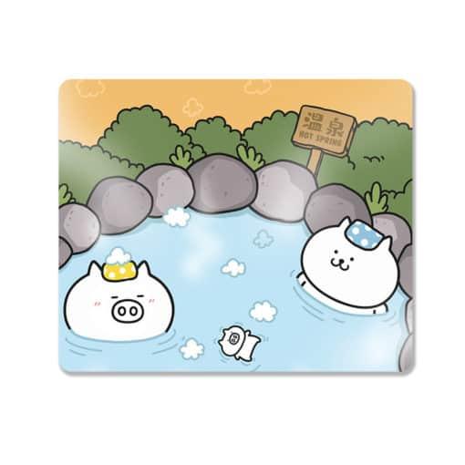 Tapis de souris enfant famille de petits cochons dans une source chaude